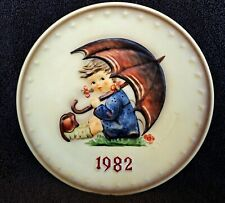 """Hummel Annual Plate 1982 """"Umbrella Girl� Hum 275 ~ New in Box ~ Stand included"""