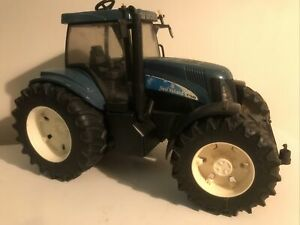 NEW HOLLAND T8040 BRUDER TRACTOR