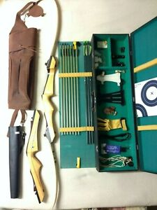 Samick STD 30lb Draw Weight Takedown Recurve Bow with Hard Case and Accessories