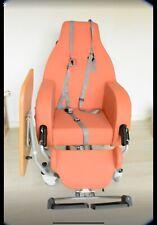 Chaise gériatrique inclinable et sur roues