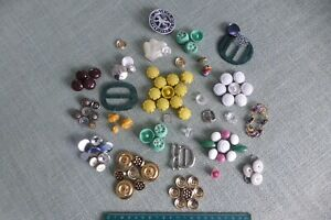 UNUSUAL MIX OF 93 VINTAGE & MODERN BEADS, BUTTONS & BUCKLES IDEAL ART & CRAFT