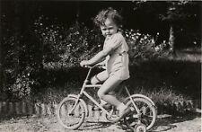 PHOTO ANCIENNE - VINTAGE SNAPSHOT - VÉLO ROULETTE ENFANT BICYCLETTE - BIKE CHILD