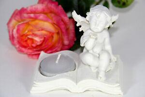 Deko-Engel auf Buch mit Teelicht Teelichthalter