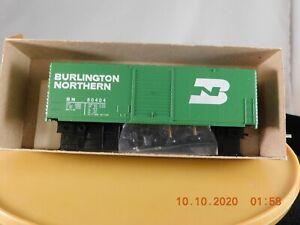 MDC Roundhouse HO Scale 40' Box Car Burlington Northern