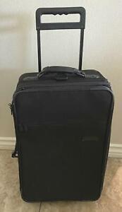 "Briggs & Riley Baseline U-73 Upright Garment 21"" Carry On Suitcase EUC"