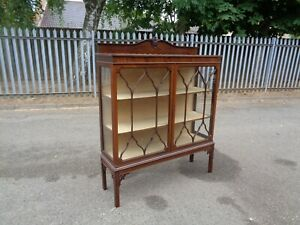 Wonderful Mahogany Chippendale Style 1930's Curio Display Cabinet