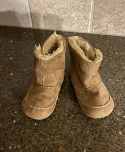LN Koala Kids Girl's Shirpa Boot Trainer Size 6
