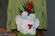 Statue Deux anges amoureux, fille tenante cœur rouge en pierre reconstituée