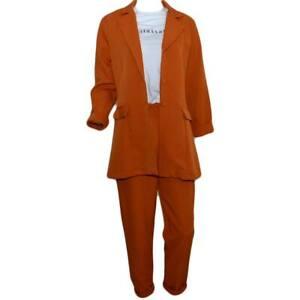 Tailleur coordinato donna arancio con blazer lungo taglio maschile e pantaloni a