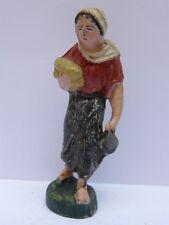 PRESEPIO PRESEPE vecchia statuina donna con pane e brocca