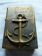 Rare Briquet Zippo guerre du Viet Nam QUI NHON 1965 - 1966 Ancre de bateau +++