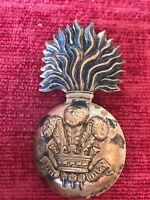 Royal Welsh Fusiliers Glengarry Grenade Brass Cap Badge British Army 21/10