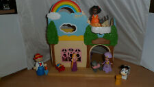 little play house with 7 figures