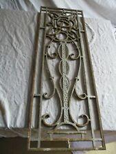 grill en fonte de porte ancienne.