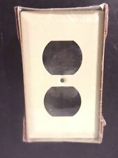 """Wiremold Raceway Cover Duplex Receptacle 1.5"""" x 2.75"""" x 4. 5"""" V3043BE"""