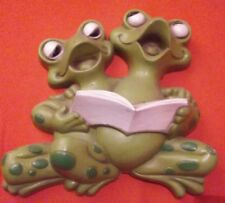 """Rare 9"""" Burwood Vintage 3D Frog Wall Hanging Plaque Green Reading Book 2190-2"""