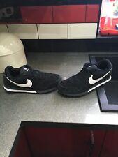 Nike MD Runner 2 Baskets Taille Uk 8 Noir et Blanc