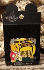 Disney Pin CARDED LE WINNIE THE POOH HAPPY HALLOWEEN 2002 WITCHVILLE