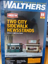 Walthers Cornerstone HO #933-3773 Two City Sidewalk Newsstands (Kit form)