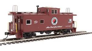 Walthers-HO-#8762   International Wide-Vision Caboose - Northern Pacific #1127