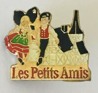 Les Petits Amis The Little Ones French Kids Advertising Pin Badge Vintage (D12)