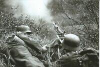 WW II  German  Photo ----  Soldiers With - MG-34 Machine Gun