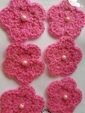 """6 X Ganchillo hecho a mano flores de color rosa con cristal de Perla centros 2 1/2"""" [6 cm]"""