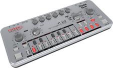 Cyclone analogic TT-303 bass Bot TB-303