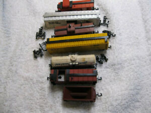 n scale Lot of 7 freight cars For parts or repair (Lot 23)