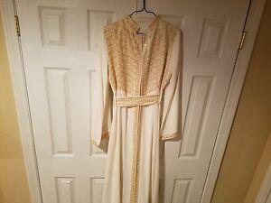 middle eastern dress/abaya