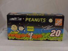 Tony Stewart Halloween Peanuts Home Depot 2002 NASCAR 1:24 Action diecast 103072