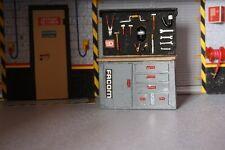 diorama 1/18 établi + porte outils Facom  de garage atelier 8 x10.5 x4 cm