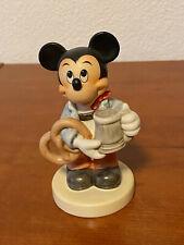 Goebel Disney Mickey mit Breze