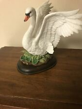 homco home interiors Masterpiece 1987 White Porcelain Swan With Wooden Base