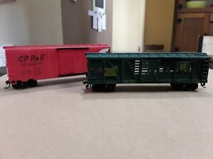 H. O. Scale Rolling Stock. Box Càr And Livestock Car. Hobby Trains