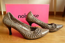 *NOISEUSE * ADORABLES Escarpins ChaussuresTOUT CUIR   taille 35  Etat neuf