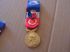 medaille   honneur en argent attribuee 1964(ref +6000)