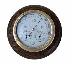 Barómetro De Latón Con Termómetro/Higrómetro integral y montaje de roble.