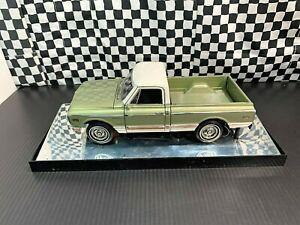 Highway 61 1969 Chevrolet Fleetside CST/10 Pickup Truck -Green/White-1:18 Boxed