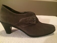 Women's Gently Worn LA CANADIENNE Suede Shoes Taupe Size 8.5