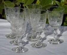Saint Louis? Service de 6 verres à vin blanc en cristal gravé. Début Xxe s.
