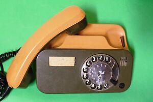 Telefono bicolore con tastiera a disco rotante