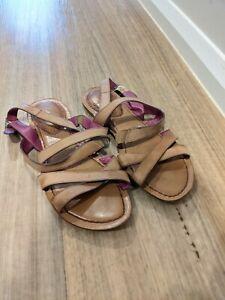 Womens shoes Clark's open toe brown sandals comfortable shoes Size 9