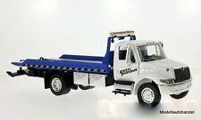 International Durastar 4400 Flat Bed, Abschleppwagen weiss/blau  1:24 Jada Toys