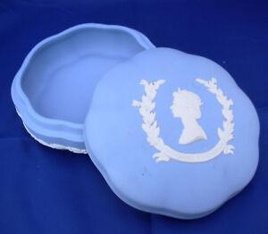 "Wedgwood H M Queen Elizabeth II Scalloped Lidded Trinket Box 5"" Blue England vtg"