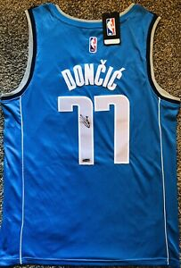 Luka Doncic autographed jersey/Dallas Mavericks/with COA