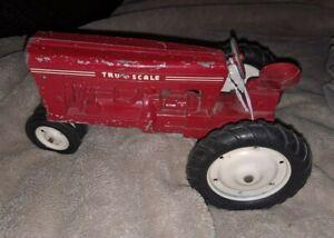 Vintage Tru Scale Farm Tractor 1:16 Red