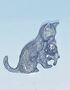 """Pewter Miniature Mom Cat Carrying Kitten - Spoontiques - 1 1/2"""" EUC"""