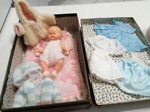 """malette  : baigneur """"bébé"""" et sa garde robe"""