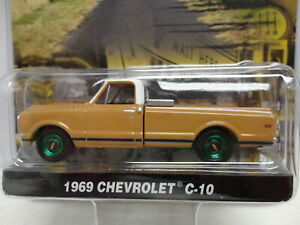 Greenlight GREEN Machine 1969 CHEVY C-10 PICKUP Tan '69 Truck COUNTY ROADS S7